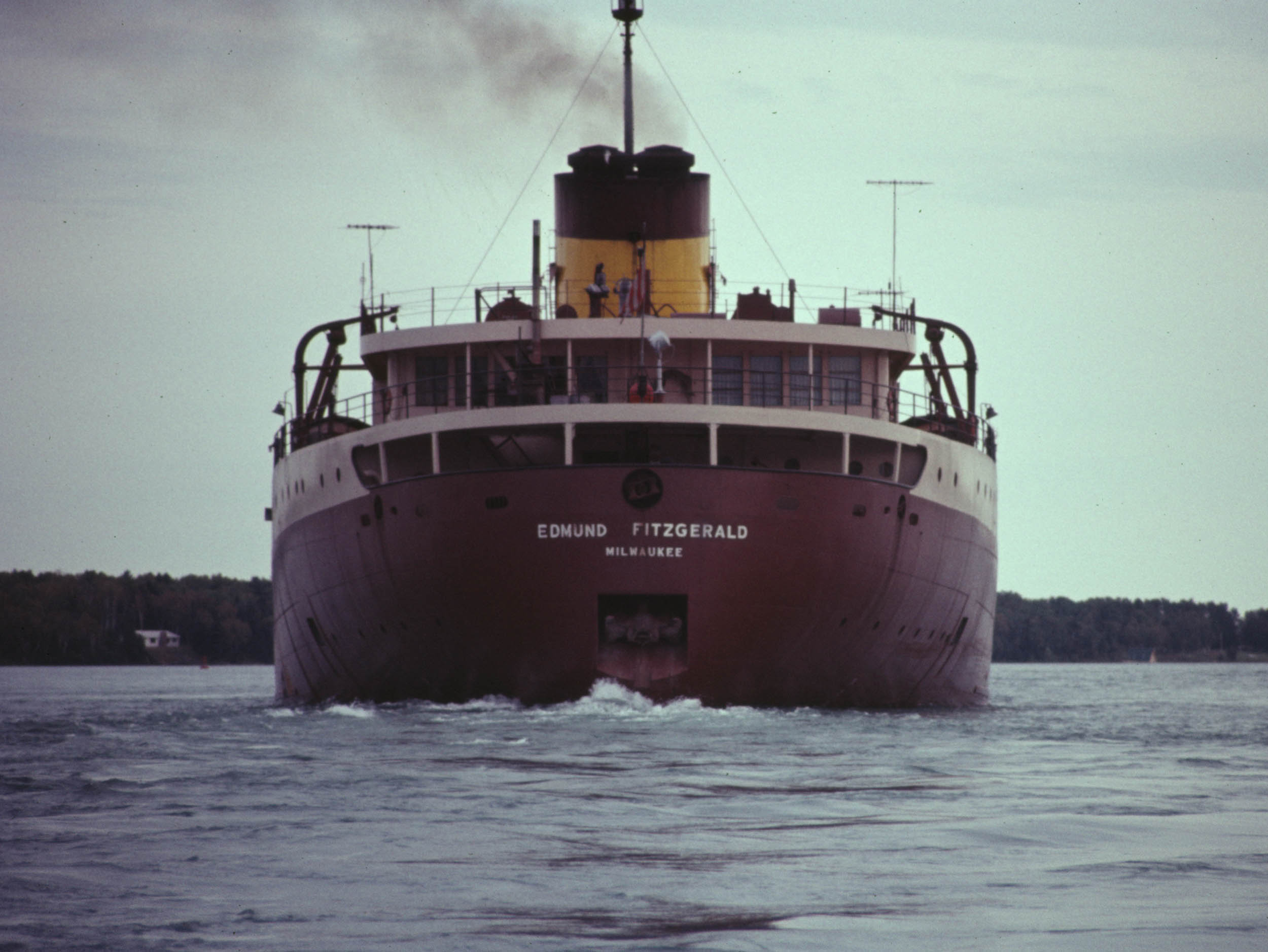 """an analysis of the stanzas of wreck of the edmund fitzgerald by gordon lightfoot Lyrics to """"the wreck of the edmund fitzgerald"""" by gordon lightfoot stanza by stanza, pointing play the song """"the wreck of the edmund fitzgerald"""" by."""